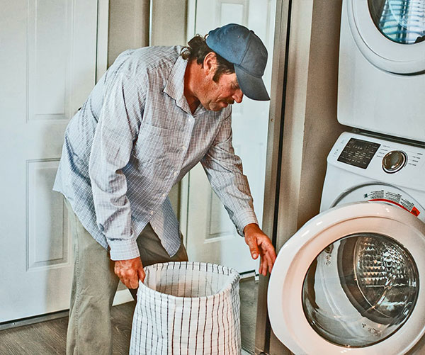 Man-doing-laundry-with-detergent